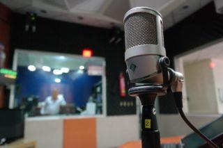 【声優になりたい人向け!】アミューズメントメディア総合学院(AMG)の学費や評判は?
